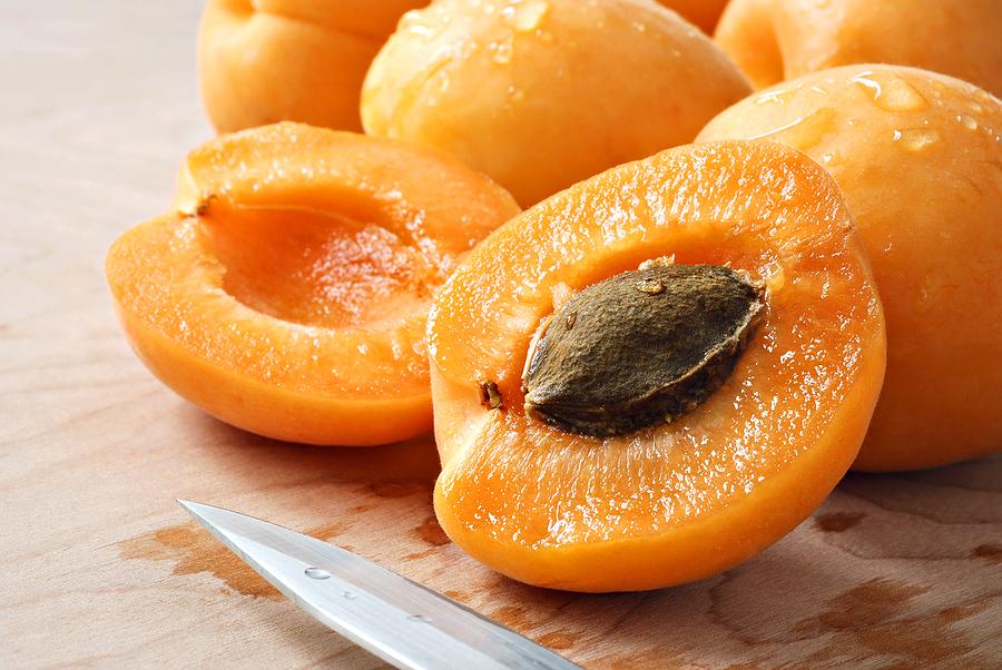 زردآلو بسیار مفید برای جلوگیری از یبوست و بیماری های روده ای